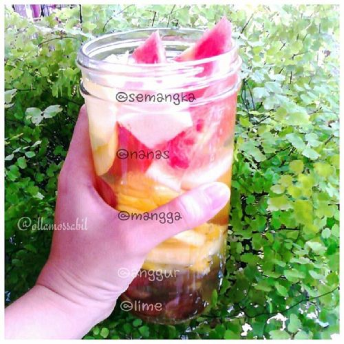 my Infusedwater of the day ala @ollamossabil .. Semangka Nanas Mangga anggur lime apa resep infused water mu hari ini? tag or mention me for sharing ur recipe ^_^ Love ~~ <3