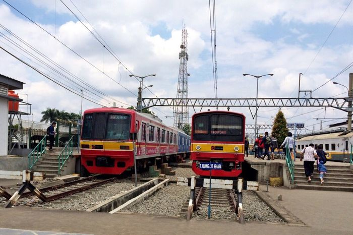 Two Is Better Than One Commuter Line Transportation Public Transportation Mode Of Transport Public Transport Train Cable Car Bogor Commuter Train