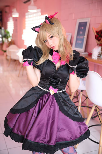 Cosplay Cosplayer Cosplaygirl Real People Women Hair One Person Domestic Animals Lifestyles Pets Mammal Portrait Front View Blond Hair Domestic One Animal Dog Fashion Canine Hairstyle Beautiful Woman
