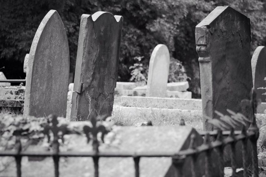 No Property No People Cemetery Tombstone Memorial Grave Gravestone Graveyard Outdoors South West London Canonphotography Burial Ground Churchyard Graveyard Beauty Creative Photography Black & White Canon