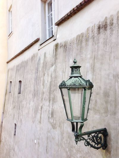Gas light on wall