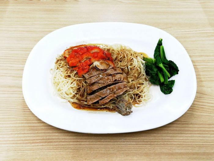 บะหมี่เป็ดย่าง บะหมี่เป็ด บะหมี่ อาหารจีน อร่อย Plate Food Food And Drink Freshness Ready-to-eat Table Healthy Eating