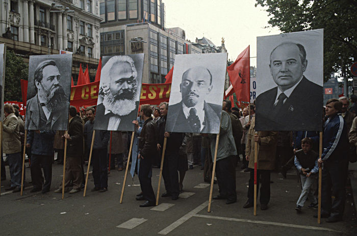 Banner - Sign Berfore The End Day Engels, Marx, Lenin And Borbatshov First Of May In Prag 1988 First Of May Parade, Prague Forwards! Outdoors People Sosialism