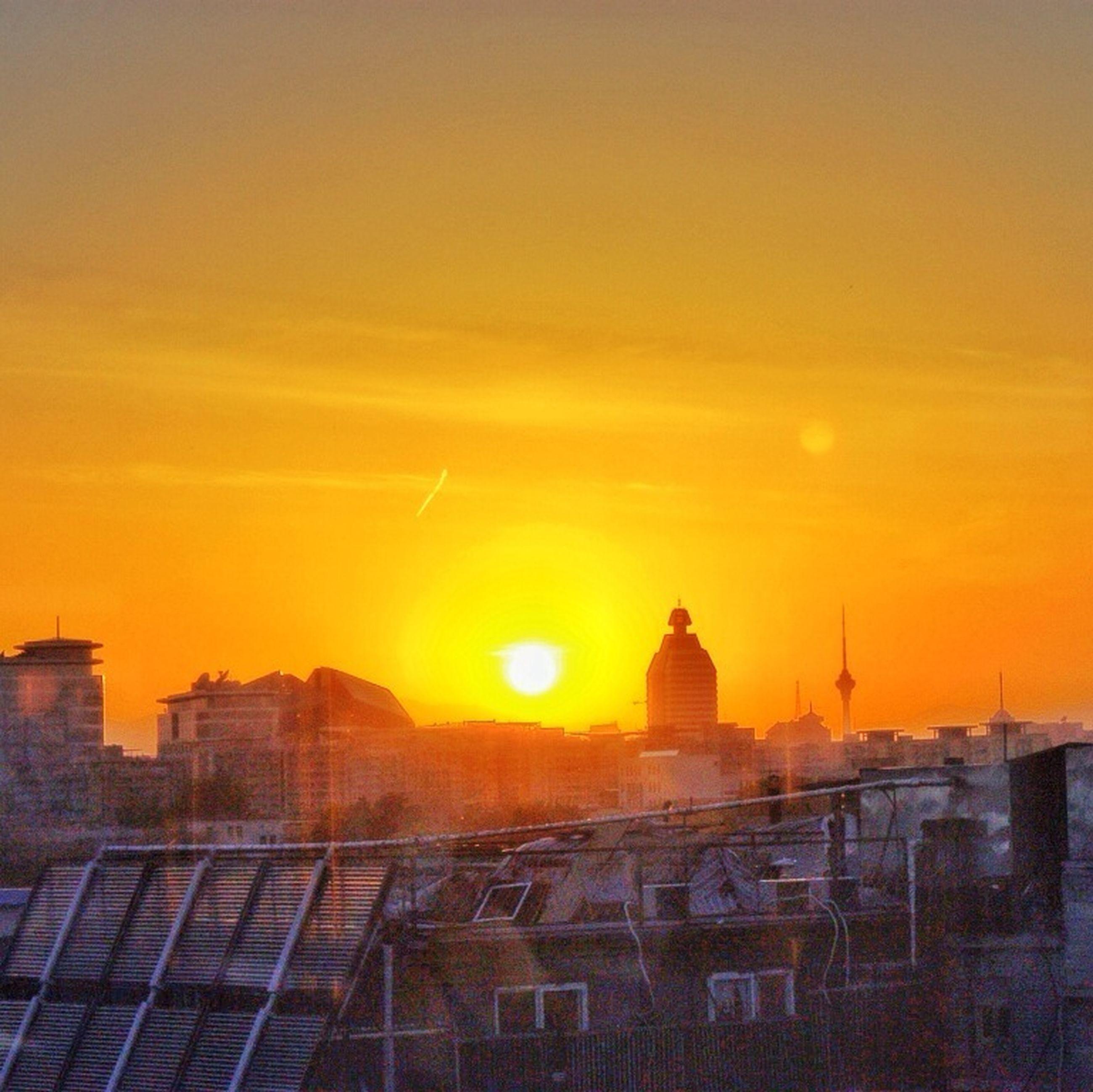 sunset, sun, orange color, building exterior, architecture, built structure, sky, silhouette, sunlight, sunbeam, scenics, cloud - sky, beauty in nature, nature, lens flare, city, outdoors, idyllic, building, no people