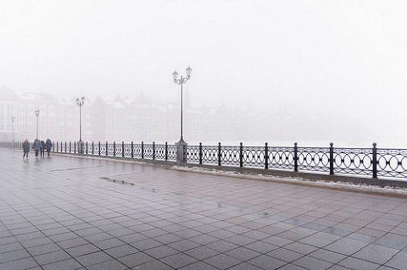 Yoshkarola набережнаябрюгге йошкарола туманище маристан Russia Street Place Citylife Weather Gray White Myst Fog Haze Mystic патриаршаяплощадь плохаяпогода