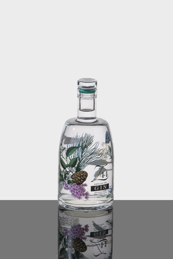 Bottle Flasche GIN Light No People Studio White Background Z44
