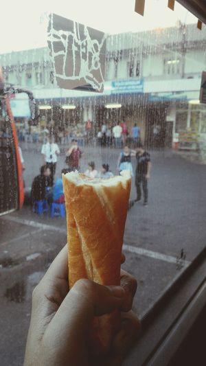 Student Enjoying Life Hanoifood Enjoyyyy