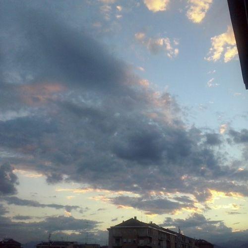 Nuvole perché sì.