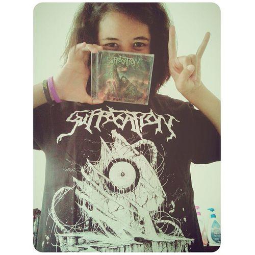 "T-Shirt & CD ""Suffocation"". They're coming to show in Bangkok!!! เสื้อกับแผ่นซีดีวง เสื้อไซด์ M (ต้องเลือกไซด์นี้ ถ้าไซด์ S แมร่งติดฟน้าอก) แต่ใหญ่มาก นึกว่าไซด์ L ข่าววืาพวกเขาจะมากันปีหน้า คุคุ Suffocation PinnacleOfBedlam Technicaldeathmetal Concert Band Metalhead Deathmetal Music Metal Lifestyle"