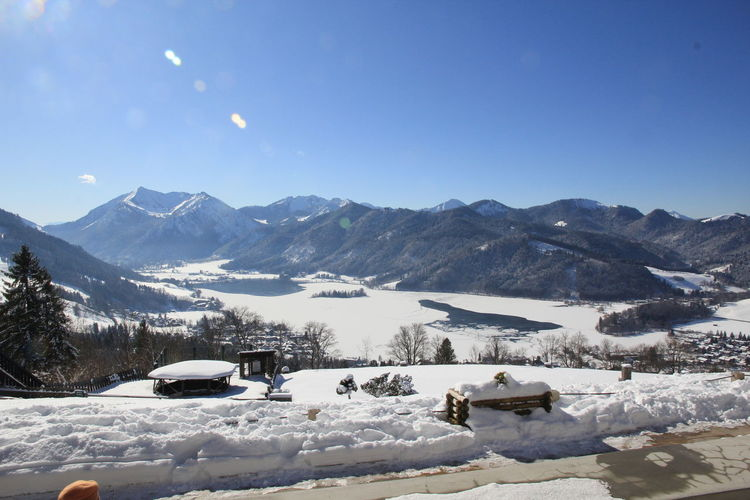 Blick auf den Schliersee Alpen Aussicht Aussicht Genießen Berge Panorama Schliersbergalm Schnee Schönes Wetter Winter Bayern Bayrisch Beauty In Nature Blauer Himmel Cold Temperature Day In Der Sonne Sitzen Mountain Mountain Range Nature Outdoors Scenics Sky Snow Winter