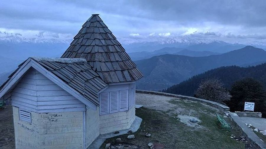 Dream house At 3400 mtrs Hatu Temple Hatupeak 3400meters Himalaya Mountain Hill Clouds IGDaily India Instadaily Picoftheday Xiomi Redmi Follow4follow Instalike Mobileclick Photography Highaltitude Lonehouse Pirpanjal Himachalpradesh Shivalik Ankitdogra
