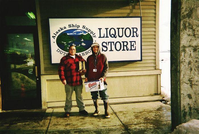 Alaska Unalaska Drinking Beer Dutch Harbor