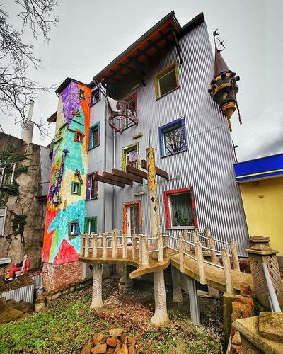 A weird and unique house for artists in Neunkirchen, Saarland EEprojects Germany Deutschland Beautifuldestinations Symmetrykillers Symmetricalmonsters Saarland Architecture Architecturephotography Modernart Artist Colorful Way2ill Earthfocus Construction Building Ig_masterpiece Fantastic_earth Cbviews LiveTravelChannel Neunkirchen Xabandonedx Moodygrams Exploretocreate Lookingup_architecture heatercentralsaarlandsuperhubsrealestatepropertyfairytale