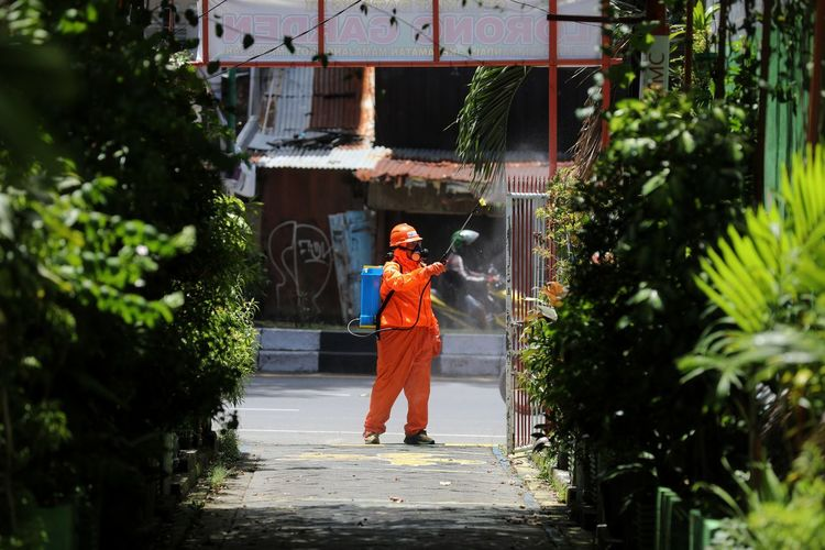 Officers from the dp team care about spraying disinfectant liquid in the halls in makassar city