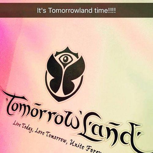 Tiesto says it all !!! Tomorrowland Livetodaylovetomorrowuniteforever Wheretheworldunited Whereyougetallyouranswers wheredreamscometrue