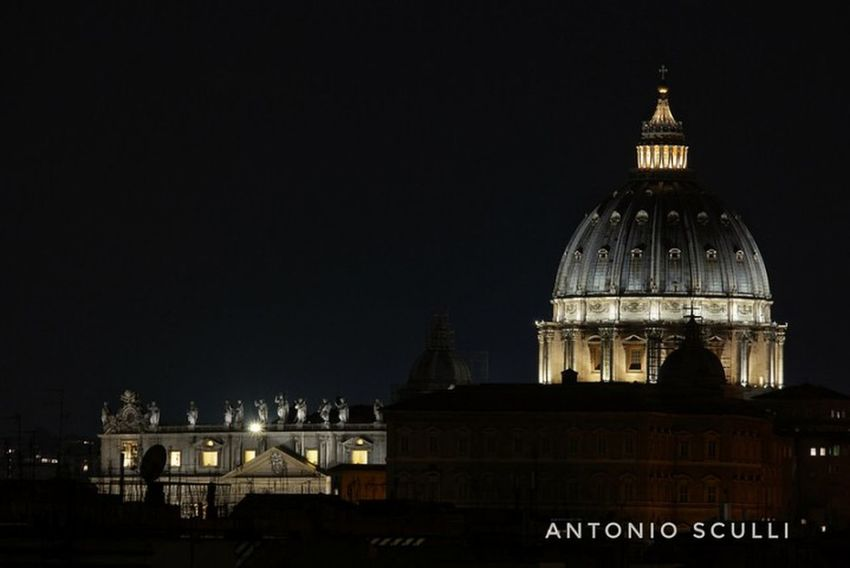 Il Vaticano by night Samsung Roma Lazio Italy SamsungNX500 Chiesa Rome Italia Vatican Vaticano Government Politics And Government Architecture Dome Politics Building Exterior Night