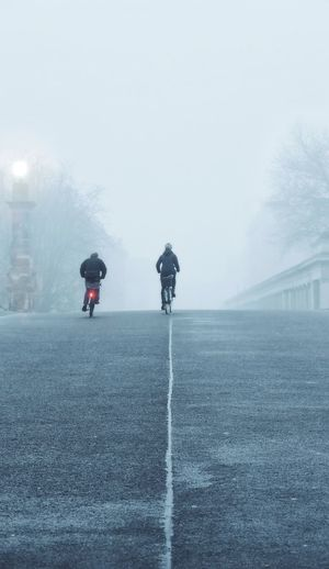 foggy morning Shades Of Winter Weather Fog Winter Two People Rear View People Outdoors Cold Temperature Adult Adults Only Sport Landscape Full Length Day Snow Nature Beauty In Nature