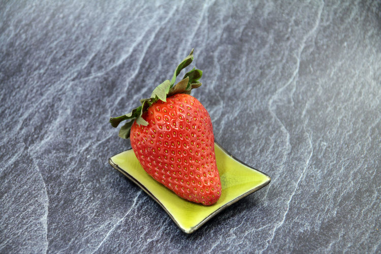 Art Of Nature SLICE Ripe Healthy Lifestyle Juicy Single Object Still Life High Angle View Studio Shot Close-up Red No People Indoors  Strawberry Berry Fruit Freshness Wellbeing Food And Drink Food Healthy Eating Fruit Daroyal