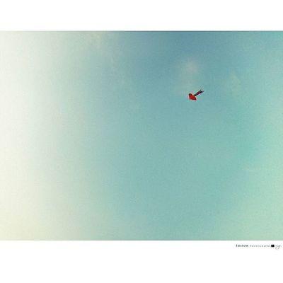 【 簡愛 】 走走停停 高低起伏不定 卻安穩於彼此所熟悉 簡單平凡 卻不失真實 這就是我們的共通語言 無聊卻又淘氣 紀念 LGG4 手機攝影 Kite 365Snap Sky
