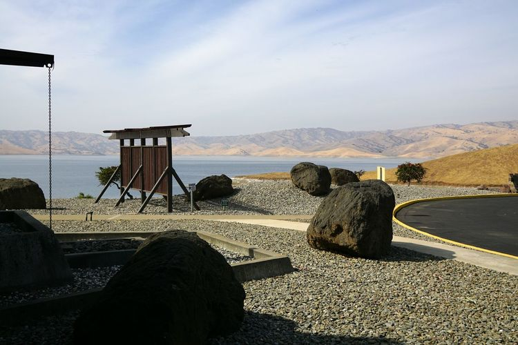 Zu Besuch in den Vereinigten Staaten von Amerika - Visiting the United States of America USA United States Vacations Urlaub San Luis Reservoir Lake Water Day No People Sky Outdoors Sand Sunlight Shadow Beauty In Nature