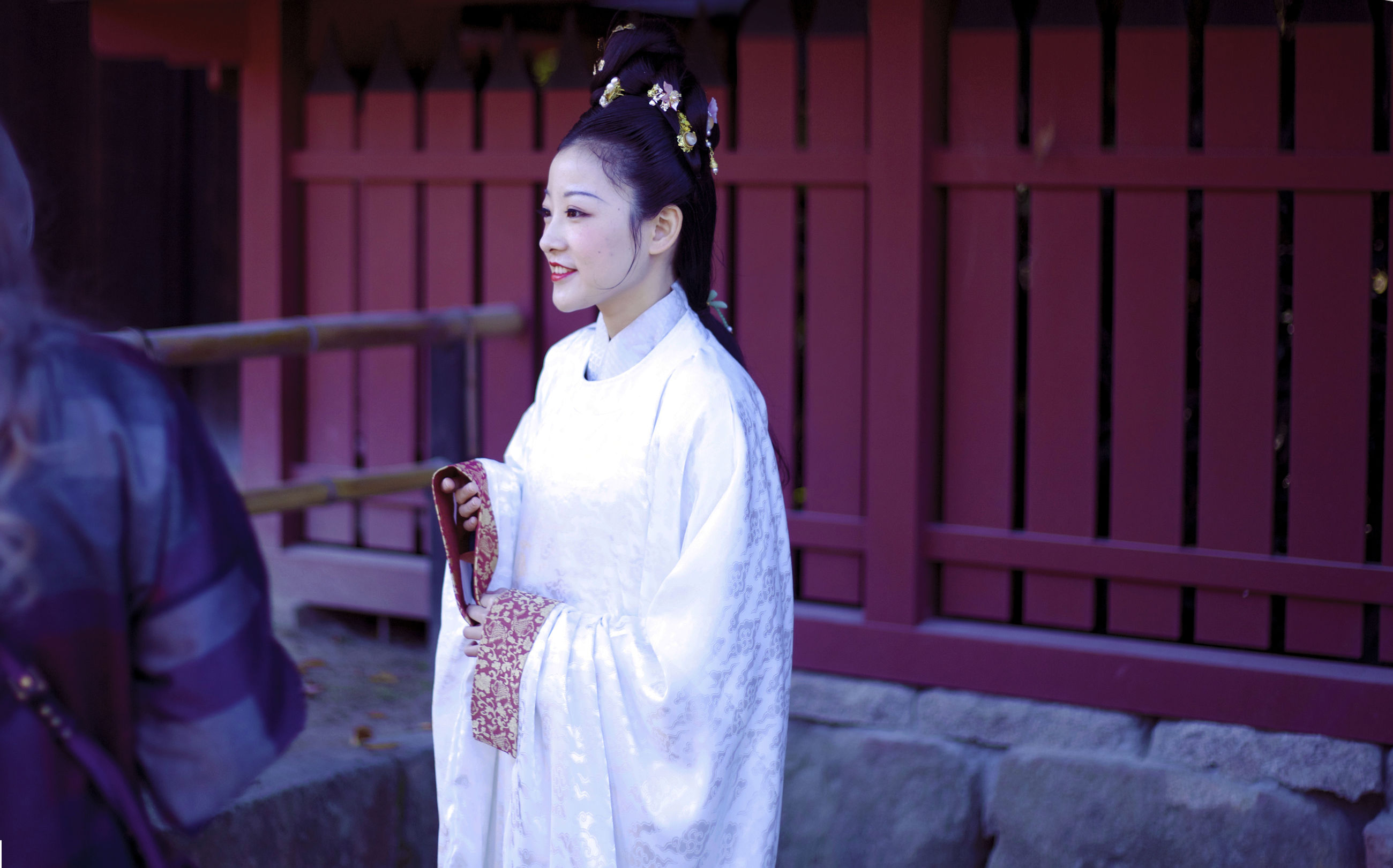 real people, traditional clothing, kimono, young adult, young women, outdoors, lifestyles, spirituality, standing, architecture, building exterior, day, women, smiling, full length, beautiful woman, people