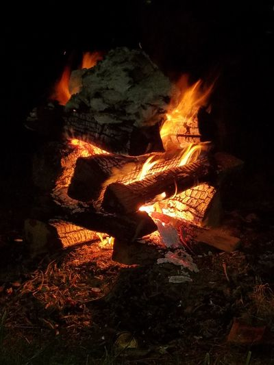 Why are fires so mesmerising that it makes you want to stare at it for so long Hanging Out Relaxing Taking Photos Bon Fire(: