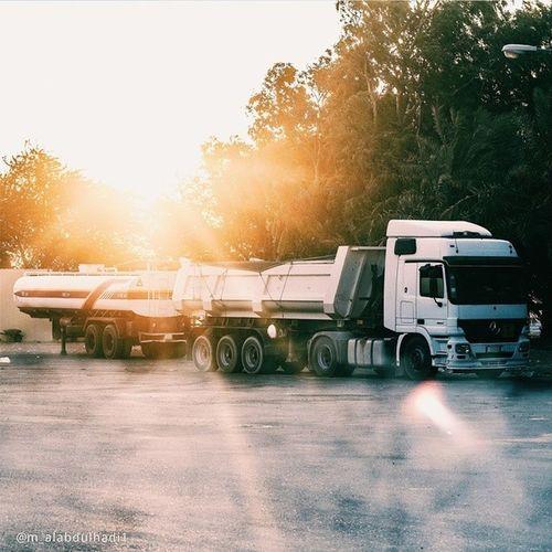 Truck Mercedes_benz الرياضالخبر القصيم الدمامالبحرينالكويتالاماراتعمانالشارقهسواليتتصوير_ضوئيفوتو_العربتطويقالشروقغرد_بصورةالغروبعدسة_العربمن_تصويريcars ride dravi sportvehicle street road speed
