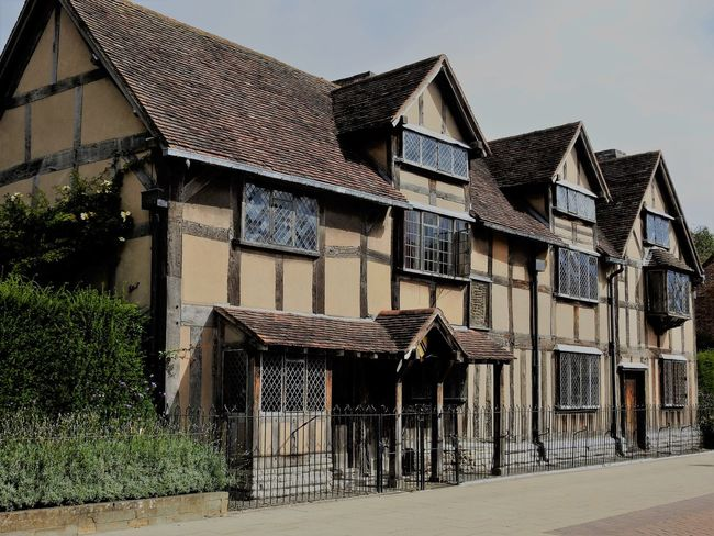 William Shakespeare Architecture Birthplace Of Willam Shakespeare Building Exterior Built Structure Day House No People Outdoors Residential Building Roof Sky Tree