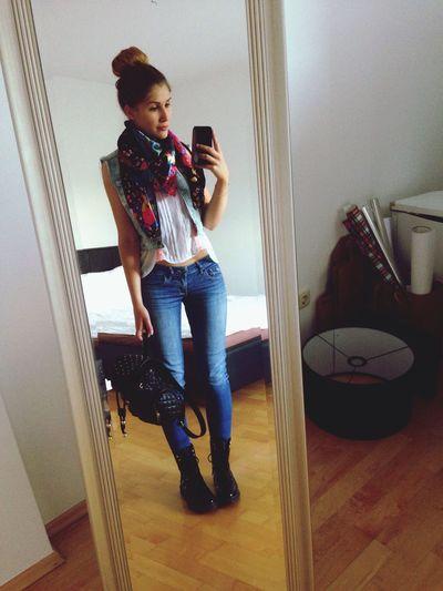 Through The Mirror Selfie Fashionista Pretty Girl