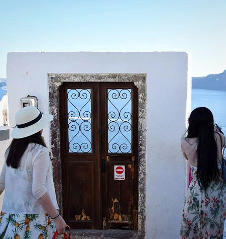 Door of paradise Adults Only Day People Outdoors Women One Woman Only Sky Santorini Island Travel Photography Greece 3XSPUnity Summer EyeEmNewHere Travel Destinations Picsoftheday EyeEm Gallery EyeEm Best Shots Eyeemphotography Hellas Santorini Oia , Thira , Santorini , Greece Sea Door The Street Photographer - 2017 EyeEm Awards Let's Go. Together. Sommergefühle EyeEm Selects Breathing Space The Week On EyeEm Investing In Quality Of Life Your Ticket To Europe Connected By Travel