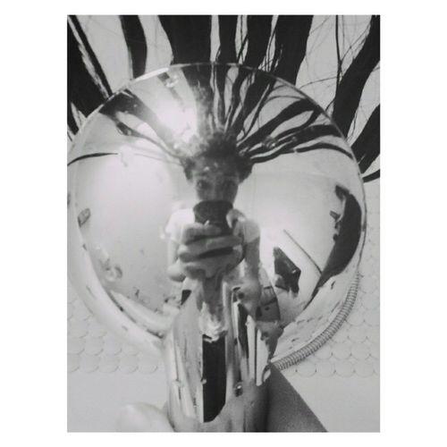 L'unica cura contro la vanità è il riso, e l'unico difetto ridicolo è la vanità. (Henri Bergson,Il riso, 1899) Miglior Selfie da Bagno Estoyloca nomehagancaso ciaoo happywednesday