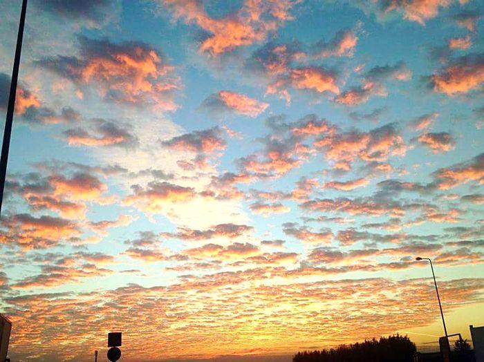 Sunset Cloud - Sky Sky Beauty In Nature Scenics Giornata Spettacolare Con Tramonto Altrettanto Spettacolare Resist Long Goodbye