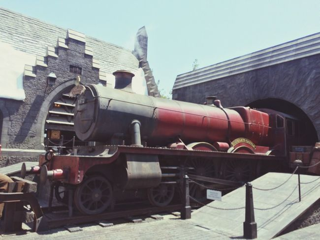 Harry Potter Train 9 3/4 Steam Train Locomotive Built Structure