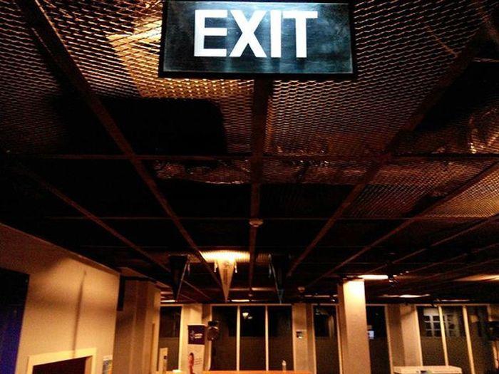 sebuah Keterangan , sekaligus perintah bagi isi sebuah Ruang ... Malam ini cukup, besok kita siksa. Lenovotography Pocketphotography Exit Room Sampoernauniversity Photooftheday Lzybstrd