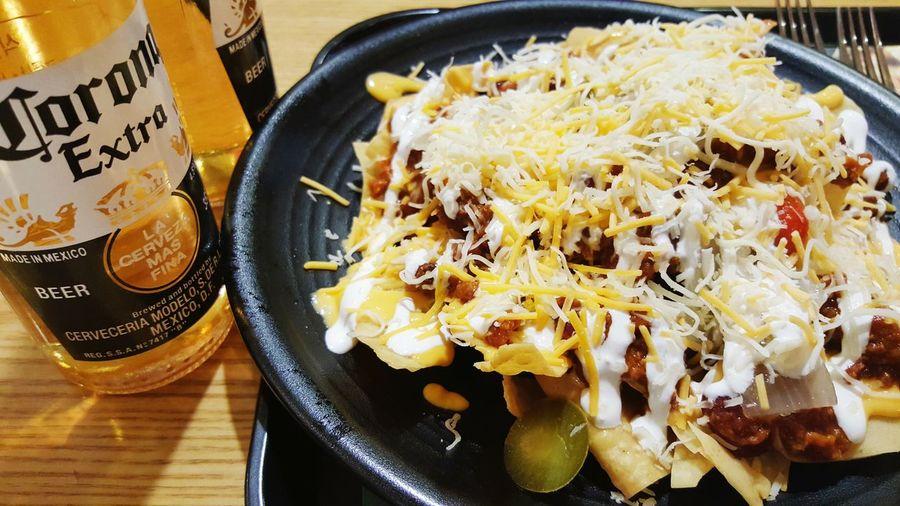 감기가 걸렸지만 칠리 치즈 나초엔 코로나!!!! Chili Cheese Nacho Corona
