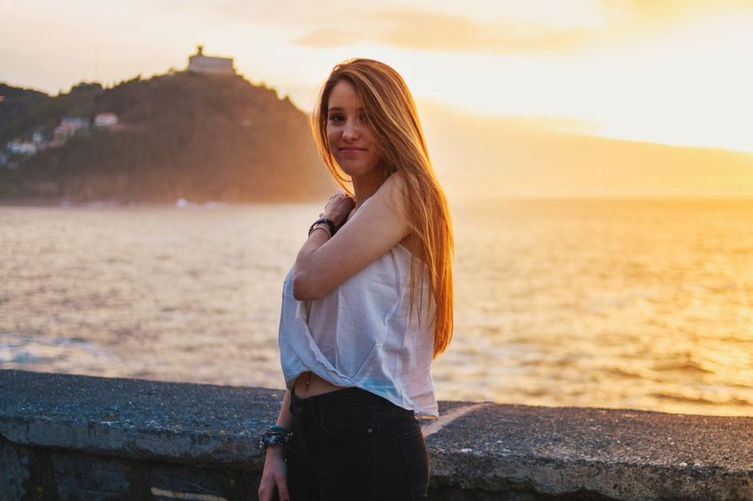Patricia Zurriola Paseonuevo EyeEm Selects One Person Lifestyles Leisure Activity Real People Land Women Young Women Sky Three Quarter Length Beach Nature Casual Clothing Sunset Adult Standing Water Outdoors Young Adult Clothing Hairstyle
