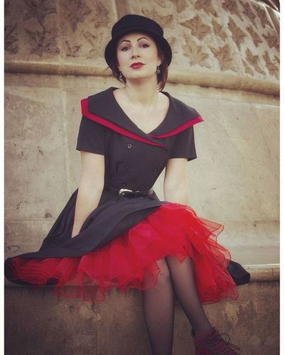 Au pied de la Tour Eiffel avant de me faire virer par la sécurité 😂 Gobangphotographybymikeybibi Toureifel Parisian Parisjetaime JesuisParis Jesuislibre Jesuisamour Retro Pinup Shoot Streetphotography Monument Photographeparis Modeling Alternative Reddress Tulle Romantic Happy
