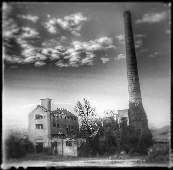 Rivoluzione industriale ! Built Structure Building Exterior Architecture Sky Outdoors