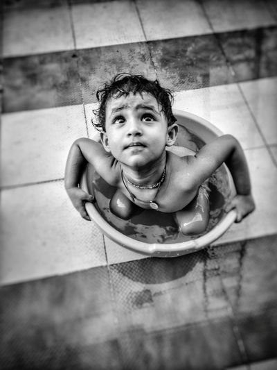 Hanging Out Check This Out Hello World Relaxing Enjoying Life EyeEm Best Shots EyeEm Gallery Hi! People Of EyeEm People Photography Kids Being Kids Children Watertubing Kidsphotography Kids Having Fun Relaxing Perspective Eyemphotography People Watching