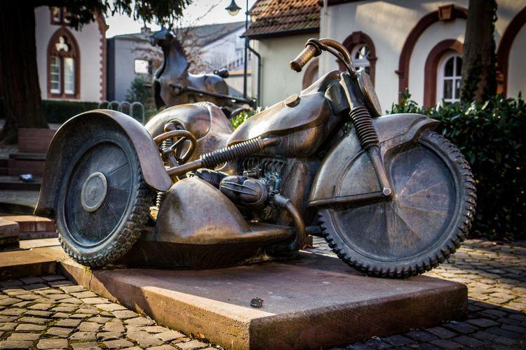 Brunnen Brunnenfigur Driving Herxheim Motorcycles Rheinland-Pfalz  Sculpture Steal