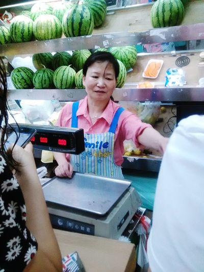 She is selling fruits. When I came in the store, she said the girl who likes lemon. HaHa!@hunansofzjut Humansofzjut