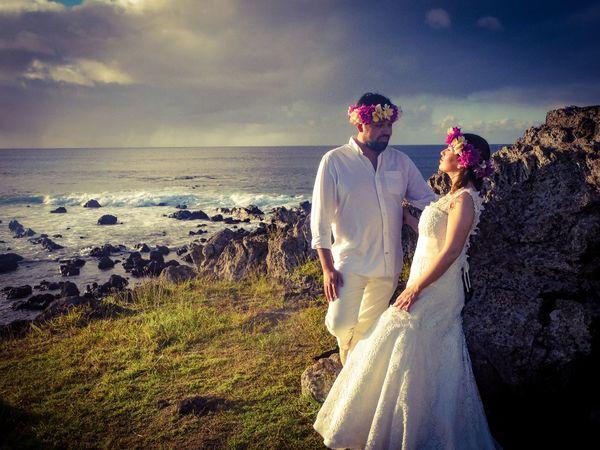 Romantic in Hanga Roa,Easter Island Weddingplannerineasterisland Easter Island Couple Brideandgroom Love Wedsing Wedding Sea Beach Love Togetherness Wedding Two People Bride EyeEm Ready   EyeEmNewHere