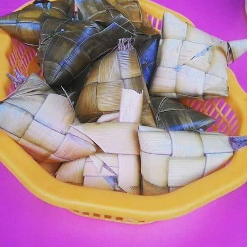 *late uploads: Wagas talaga tong kanin na'to 5php/pc samantalang nung unang tapak ko ng cebu 2.50php lang isa hay implation lol. Kaninpamore Cebu Travel Cebu2 .0 The Adventure Handbook Eeyem Photography Mealtime Rice