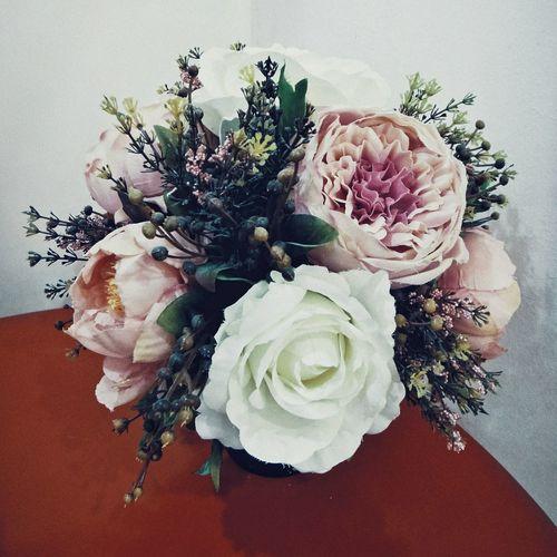 Everydayshouldbeaflowerday EyeEmFlower Flowers Flowerlover Tb Redandwhite Corner Roses Artificial Flower Pretty