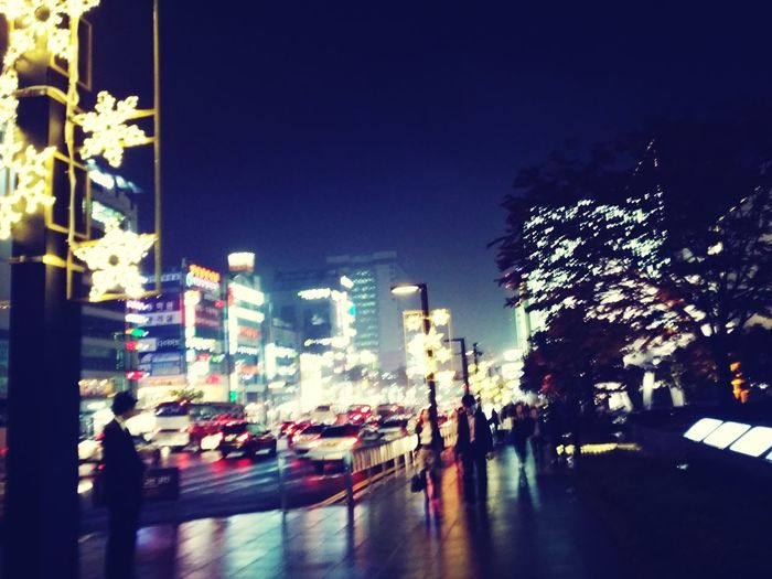 the center of the Downtownof Cheonan, too bright too noizy too crowded too jammed, too dark too cold too Rainy. Nightseeing Lonely