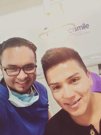 El mejor ejemplo lo ponemos nosotros como mi gran amigo y colega el doctor Gabriel Lopez,comenzando la construcción de su sonrisa, recuerda Nuncafuetanfacilsonreir