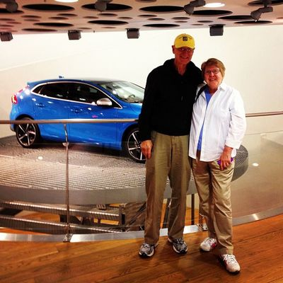 Volvo fan Daryl & Bonnie Tammen have come all the way to Sweden from Grand Haven Michigan to visit us - we hope you enjoyed your staying✌ Volvoforlife V40 Rdesign Volvocars volvoshowroom sweden volvofan