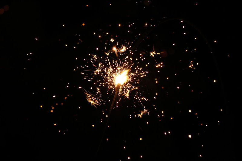 Navidad Photo Photography Canonphotography Canon Canon T6 Navidad Merychristmas Lucesdevengala LucesDeNavidad Destellos Destellos De Luz Posada Posadas Firework Display Firework - Man Made Object Exploding Celebration Arts Culture And Entertainment Night Sparks