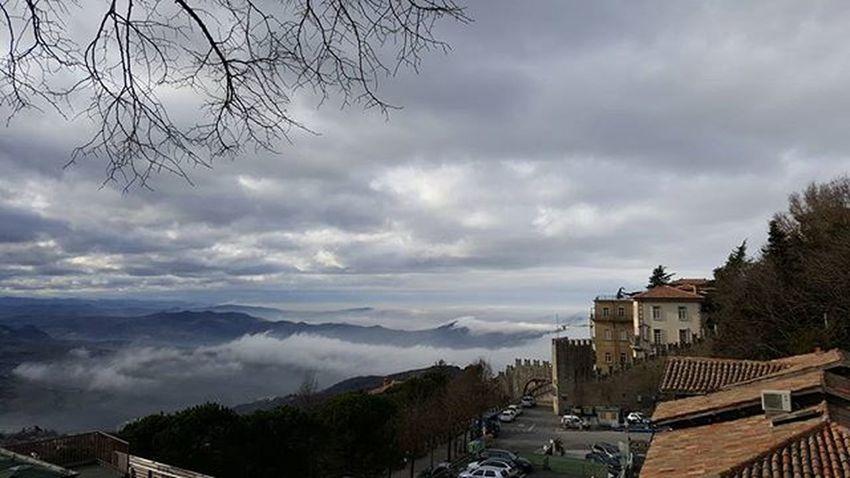 Nebbia e nuvole Sanmarino Cloudscape Clouds Fog Nuvoloso Citta Centrostorico City Italia Italy Paesaggio Paesaggioitaliano Panoramicview Panorama