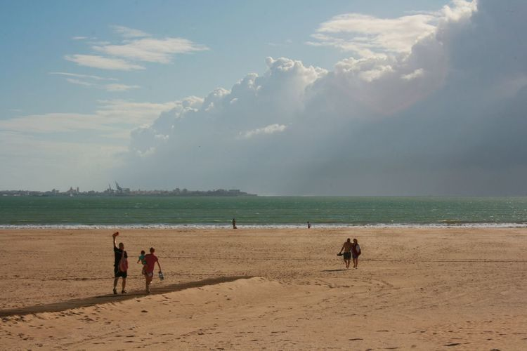 Storm is comming, but it looks like it doesn't border anybody. Accidental People Beach Beauty In Nature Cloud - Sky Horizon Over Water Lifestyles Nature Sand Scenics Sea Sea Storm Sky Storm Cloud Vacations Water Live For The Story Lost In The Landscape